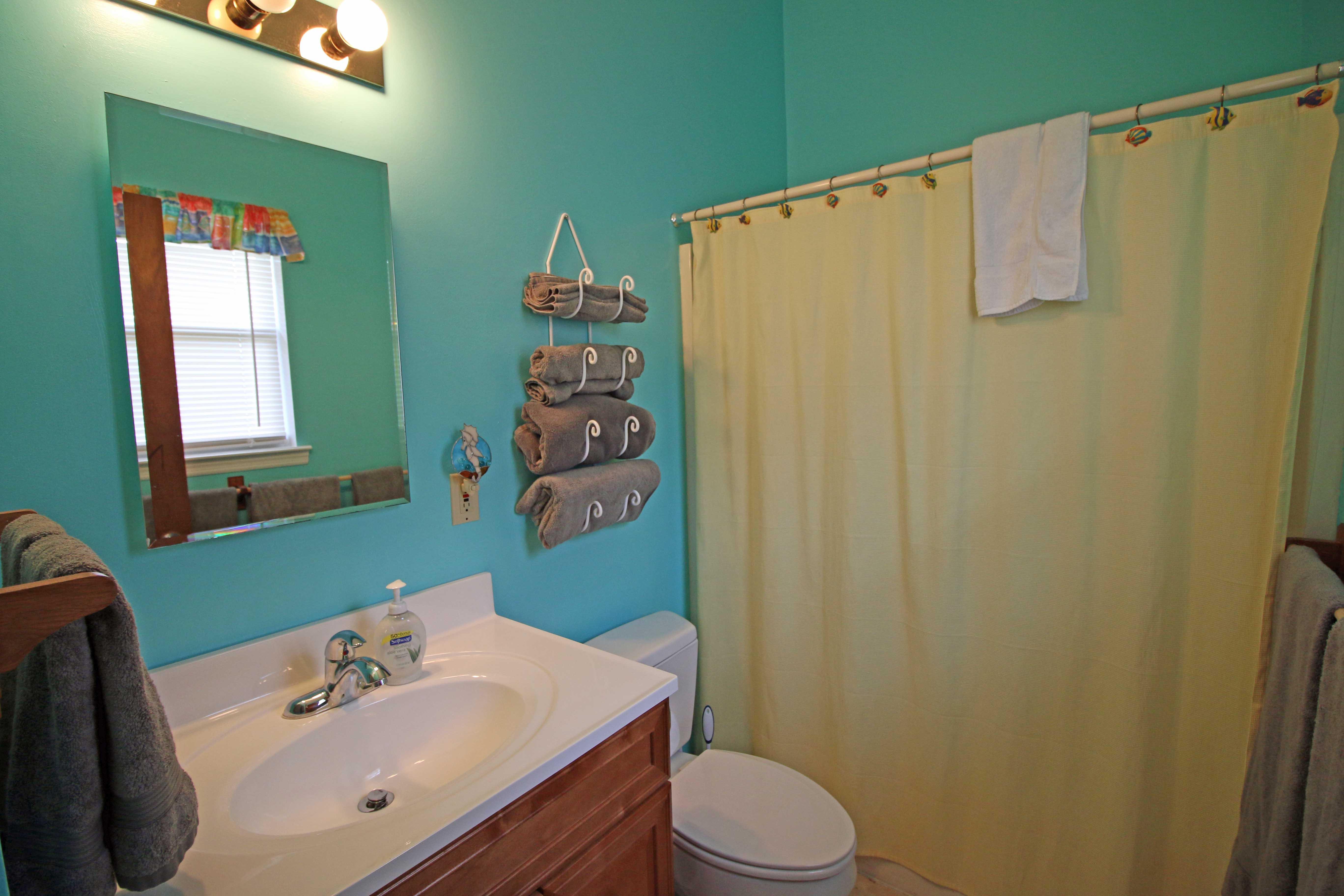 Bathrooms windwood house lanark village carrabelle for Village bathroom photos